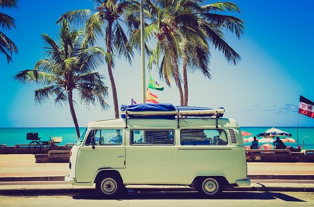 auto u pláže.jpg