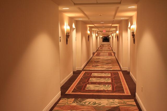 koberec na podlaze v hotelu
